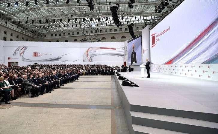 Владимир Путин выступил на пленарном заседании III Железнодорожного съезда.