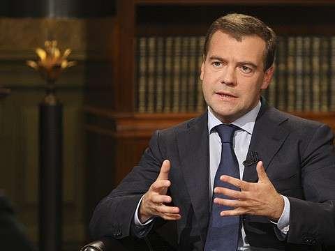 Дмитрий Медведев рассказал о пенсиях, курсе рубля и причинах бедности