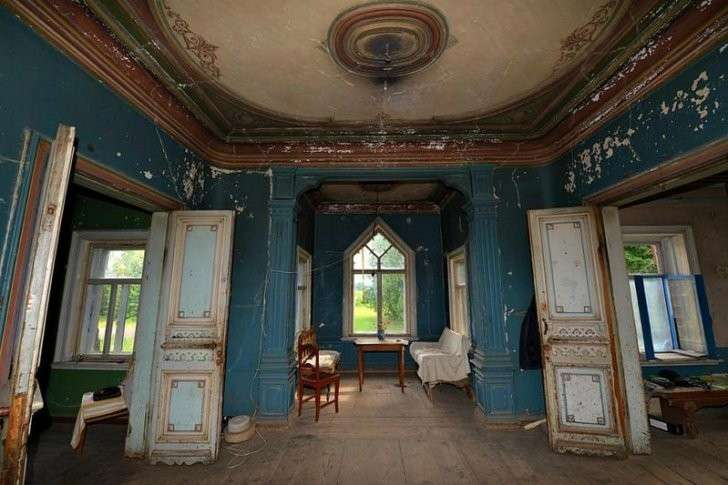 Потрясающей красоты древнерусский терем в покинутой деревне Погорелово