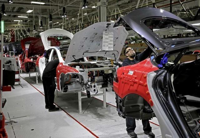 Более 90% электромобилей Tesla собирают с дефектами