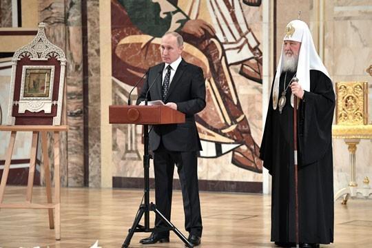 Владимир Путин на Архиерейском соборе. Само по себе уникальное событие