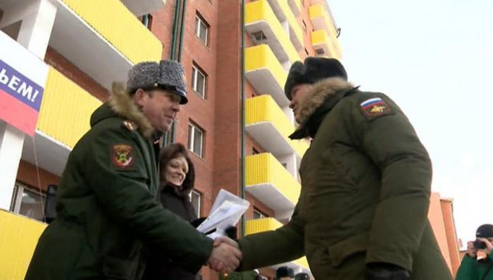 В Иркутске 60 семей военнослужащих получили новые квартиры