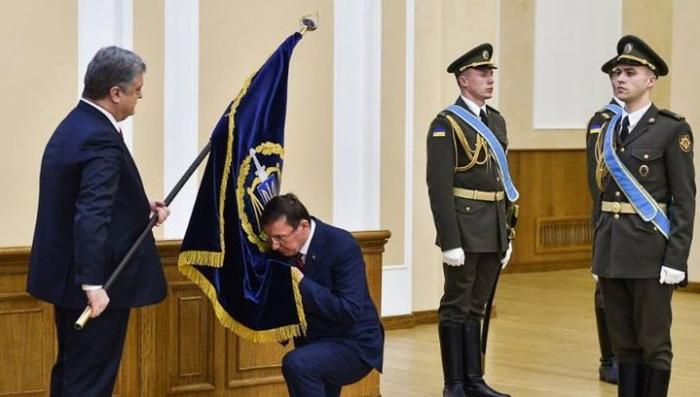 Украина: Пётр Порошенко и Юрий Луценко провели «масонский ритуал»