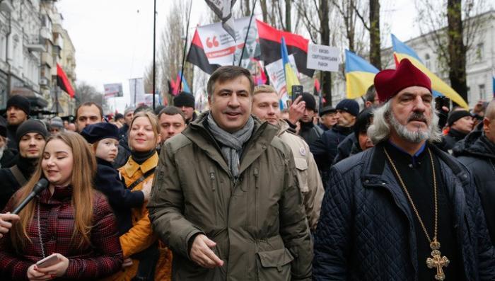 Жулик Саакашвили собрал 2,5 тысячи сторонников на митинг за импичмент самозванца Порошенко