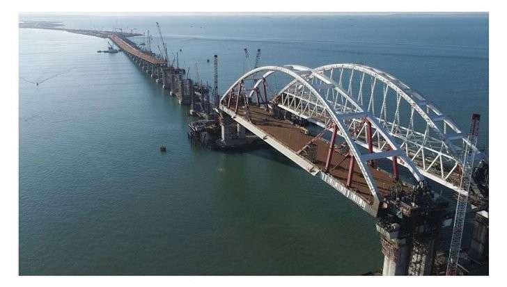Крым: установлены все опоры автодорожной части моста