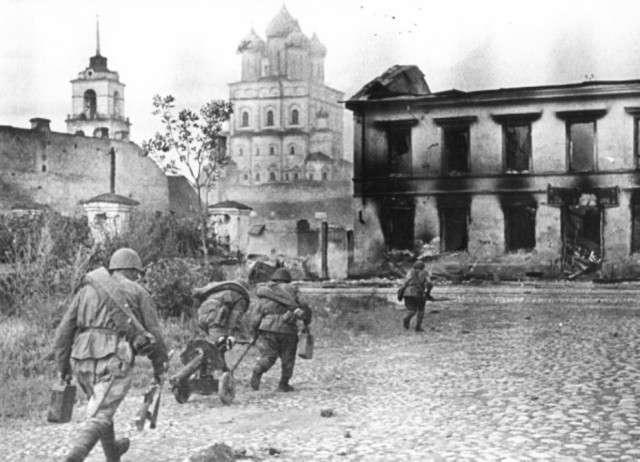 Освобождение Пскова, 1944 год