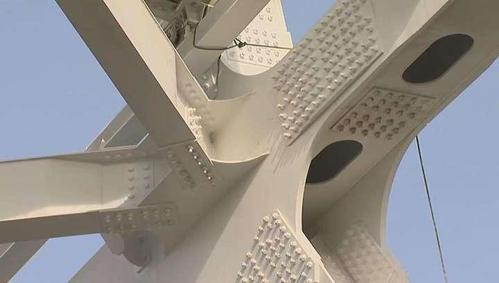 Опоры автодорожной части Крымского моста установлены полностью