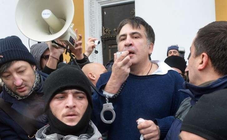 Саакашвили в Киеве скоро возьмет винтовку и начнёт строить баррикады