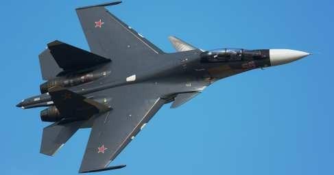 Сирия: Су-30 «заглянул внутрь» транспортного Ил-76. Фантастический манёвр