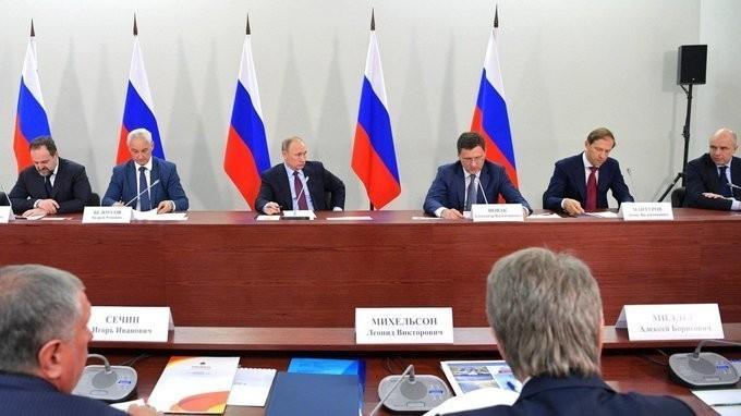 Владимир Путин провёл совещание по развитию проектов производства СПГ