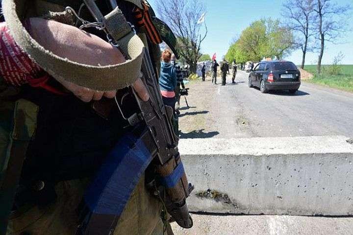 Украинские каратели бросают технику и спасаются по гуманитарным коридорам