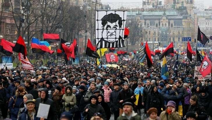 Киев. Начался митинг сторонников Саакашвили за закон об импичменте Порошенко