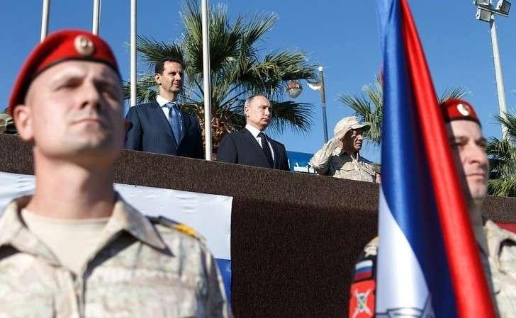 Вовремя посещения авиабазы Хмеймим вСирии.