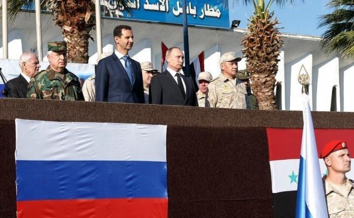 Владимир Путин посетил российскую военнуюавиабазу Хмеймим вСирии