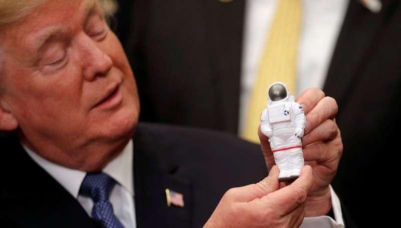Дональд Трамп подписал указ о возвращении США на Луну, на которой они никогда не были