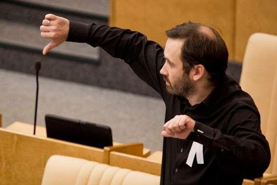 Депутат Илья Пономарев решил остаться в США