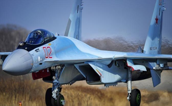 Почему американские F-22 пугаются российских Су-35С в Сирии
