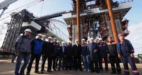Есть надвижка! Пролёты Керченского моста соединены сарками