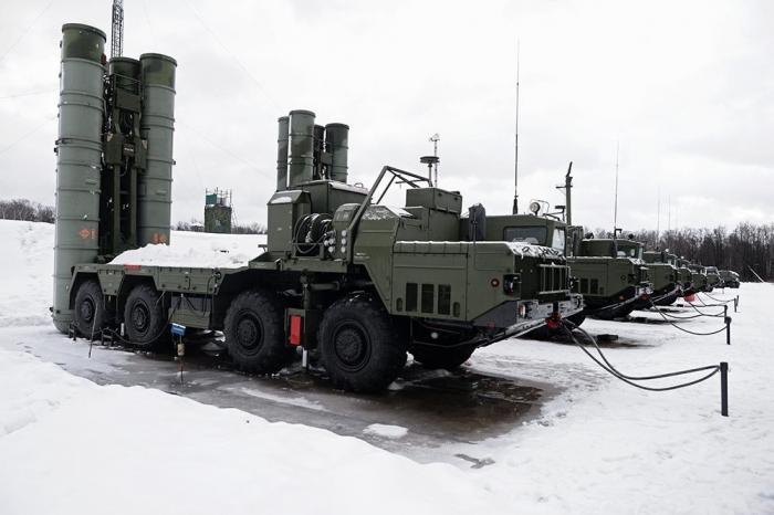 В Ленинградской области заступил на опытно-боевое дежурство дивизион С-400