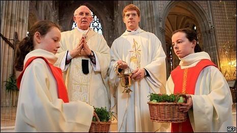 Католические иерархи укрывают церковников-педофилов и это приобрело массовое явление