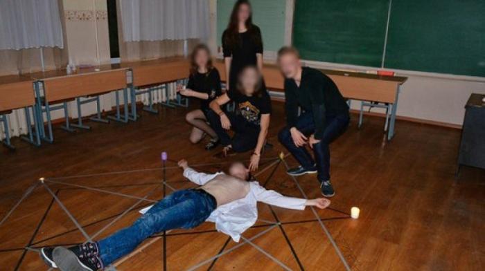 Лицей №49 Калининграда: игры в тёмные силы опасны и чувства верующих тут не причём