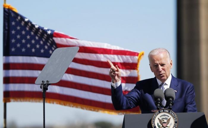 Старый маразматик Байден зовёт американский сброд на войну с Россией