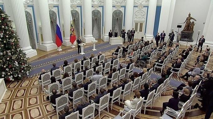 Владимир Путин вручил Государственную премию за достижения в правозащитной деятельности