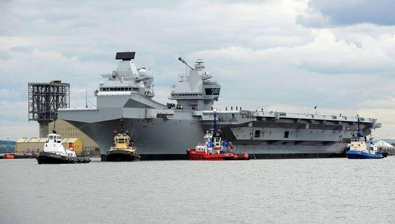 Британский суперсовременный авианосец дал течь через две недели после ввода в строй