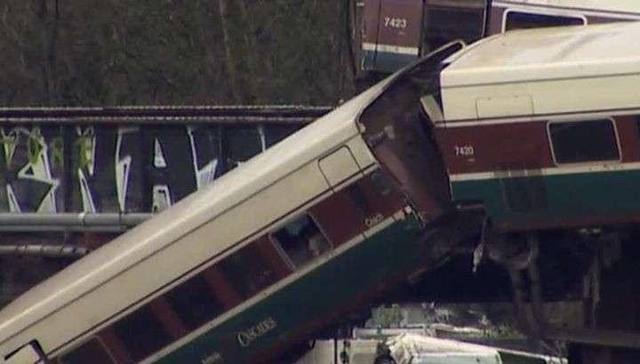 Крушение поезда в США: на железнодорожных путях находился некий предмет