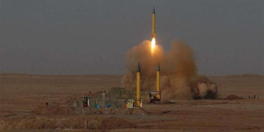 По дворцу короля Саудовской Аравии хуситы запустили баллистическую ракету
