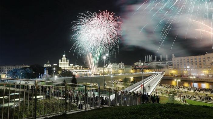Салют в новогоднюю ночь в Москве будет запущен с 36 площадок
