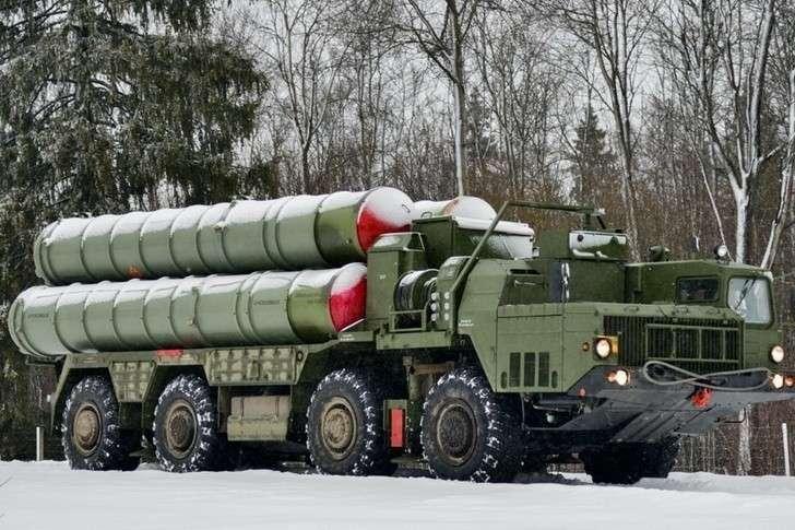 Боевые расчеты ЗРС С-400 «Триумф» заступили набоевое дежурство вПриморье
