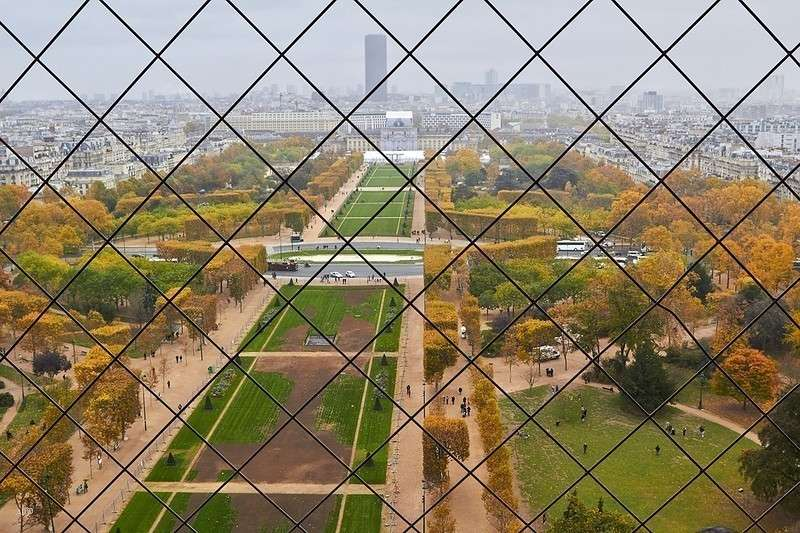 Ах, Париж! Ой, Париж... задрипаная, вонючая дыра в центре Франции...