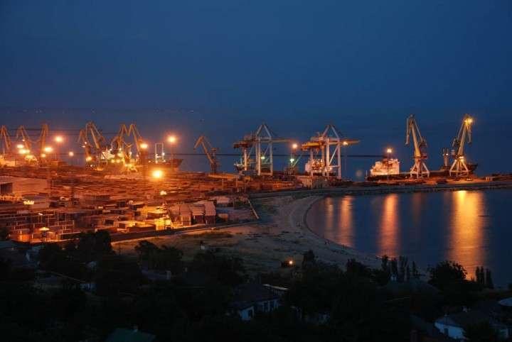 Хунта эвакуирует Мариупольский порт в Бердянск