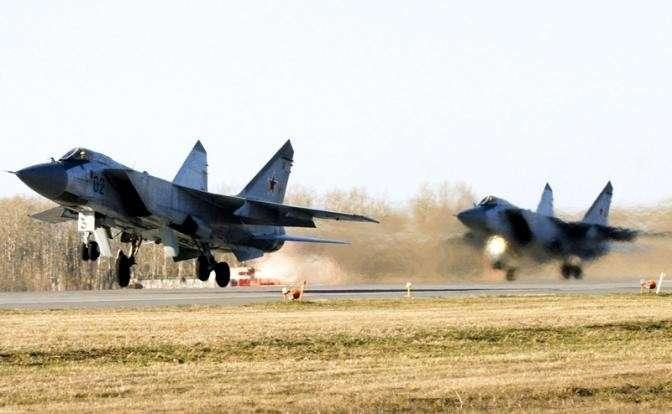 На фото: двухместный сверхзуковой истребитель-перехватчик МиГ-31