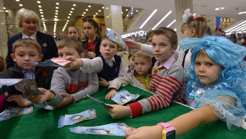 Владимир Путин пообщался с юными участниками Кремлевской елки
