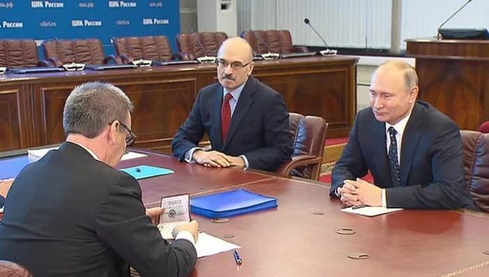 Владимир Путин лично приехал подавать документы в ЦИК РФ