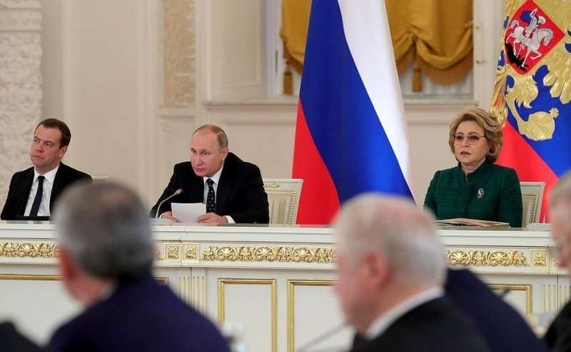 Заседание Государственного совета повопросам повышения инвестиционной привлекательности регионов. СПредседателем Правительства Дмитрием Медведевым иПредседателем Совета Федерации Валентиной Матвиенко.
