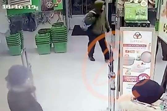 Террорист осуществивший взрыв в Петербурге попал на видео