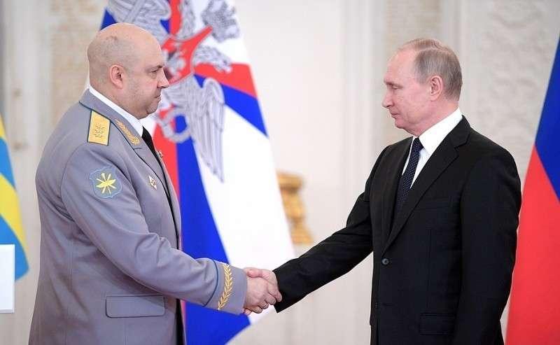 Встреча своеннослужащими, участвовавшими вантитеррористической операции вСирии. Генерал-полковнику Сергею Суровикину присвоено звание Героя Российской Федерации.