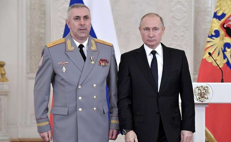 Встреча своеннослужащими, участвовавшими вантитеррористической операции вСирии. Генерал-майору Рустаму Мурадову присвоено звание Героя Российской Федерации.