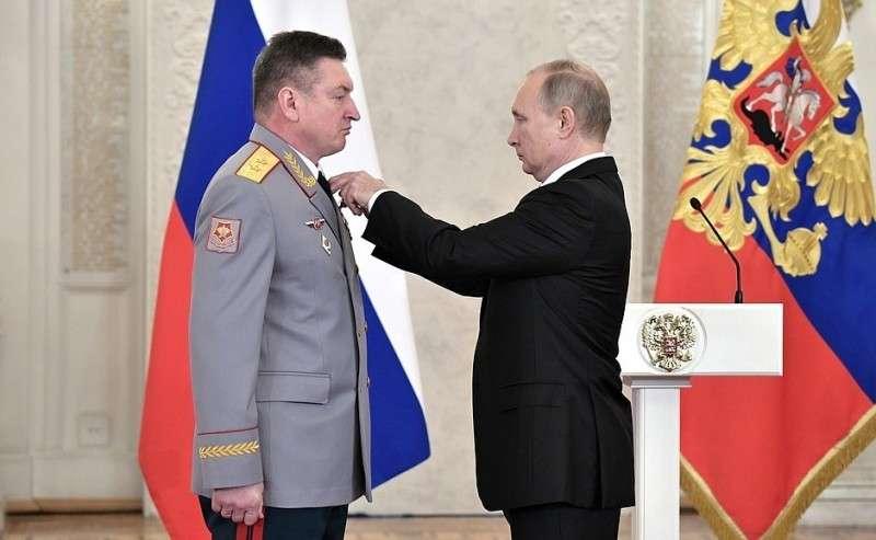 Встреча своеннослужащими, участвовавшими вантитеррористической операции вСирии. Генерал-лейтенант Александр Лапин награждён орденом Святого Георгия IV степени.