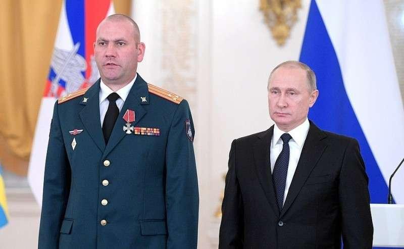 Встреча своеннослужащими, участвовавшими вантитеррористической операции вСирии. Полковник Артур Люфт награждён орденом Мужества.