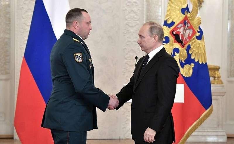 Встреча своеннослужащими, участвовавшими вантитеррористической операции вСирии. Сержант Антон Кирюшин награждён медалью Жукова.