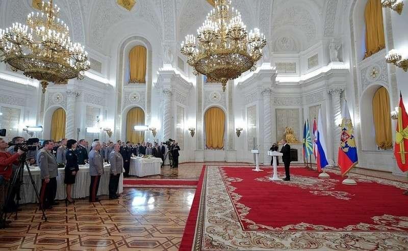 Встреча своеннослужащими, участвовавшими вантитеррористической операции вСирии.