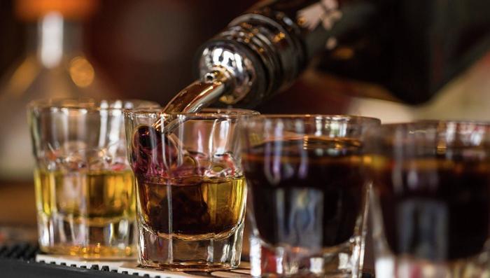 Латвия главная по алкогольному геноциду а ЕС. Приехать, выпить, подраться