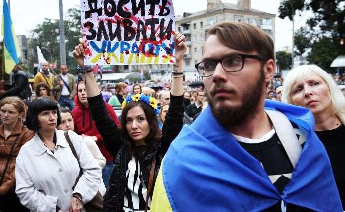 Хотят ли украинцы войны?. Несмотря на мирные переговоры, милитаристская истерия Киева не стихает