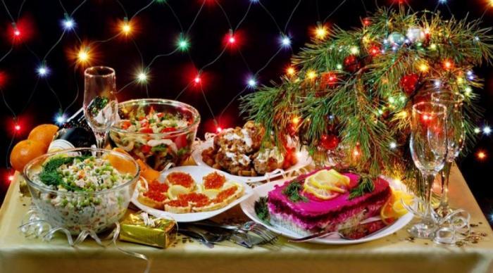 Роспотребнадзор представил список наиболее опасных продуктов питания новогоднего стола