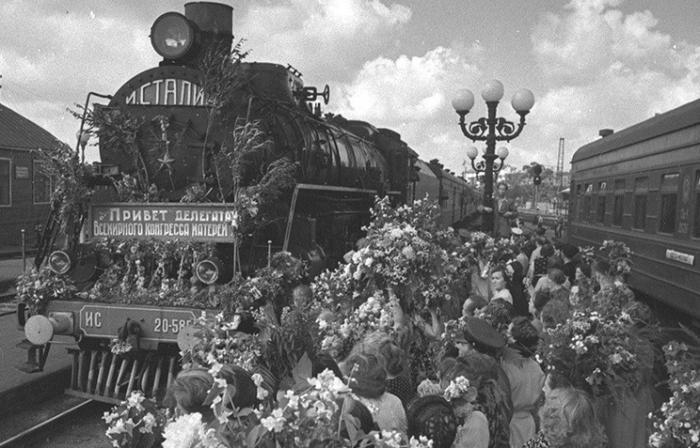 На маршруте между Москвой и Тулой запустили тематический экспресс с архивными снимками