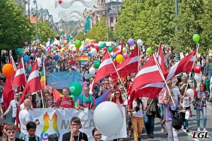 Латвия отмечает 100-лет независимости 100-дневным гей-парадом